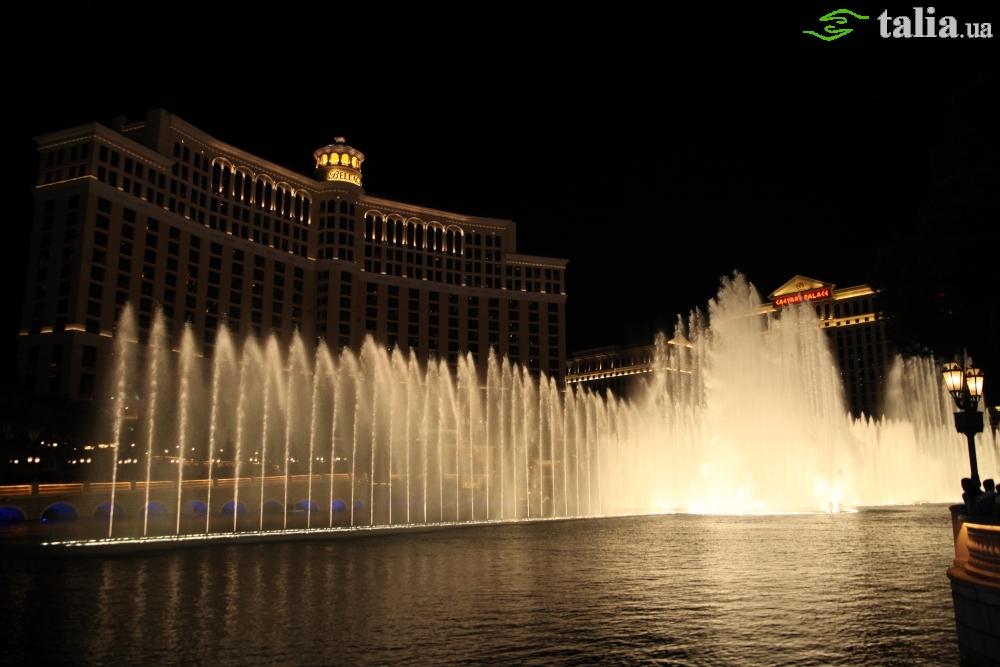 Танцующие Фонтаны Белладжио в Лас Вегасе, Невада, США