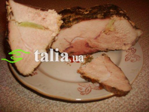 Рецепт. Буженина в фольге запеченная в духовке с чесноком (домашняя)