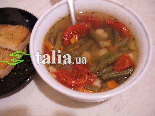 Рецепт. Фасолевый суп с помидорами и гренками