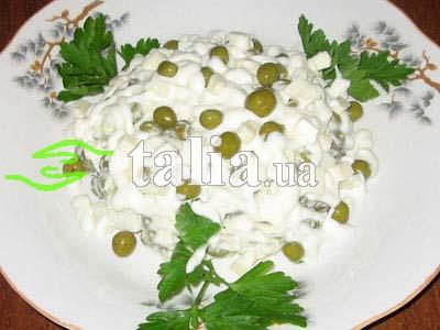 Рецепт. Острый салат с чесноком и зеленым горошком