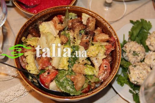Рецепт. Салат ''Цезарь'' с курицей и соусом