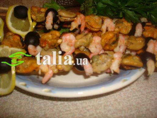 Рецепт. Шашлык из морепродуктов. Жареные мидии и креветки на шпажках