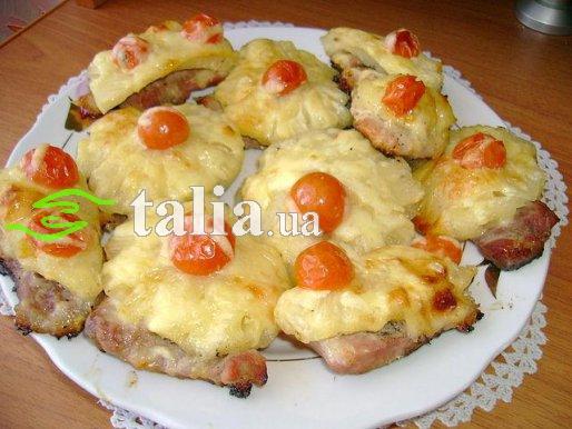 Рецепт. Мясо с ананасами и помидорами