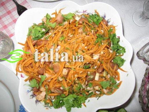 Рецепт. Салат с фасолью, копченым мясом и морковью по-корейски