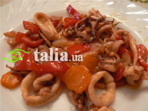 Рецепт. Кальмары с помидорами