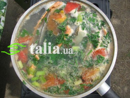 Рецепт. Уха из семги с овощами и коньяком