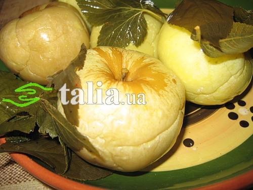 Рецепт. Моченые яблоки в медовом маринаде