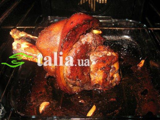 Рецепт. Свиная рулька запеченная
