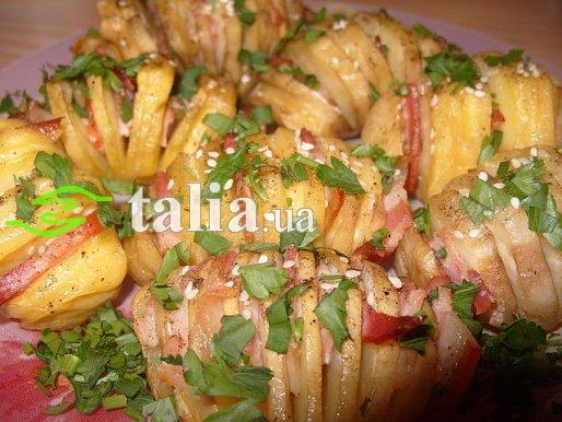 Рецепт. Картофель запеченный в духовке в фольге с сыром и беконом
