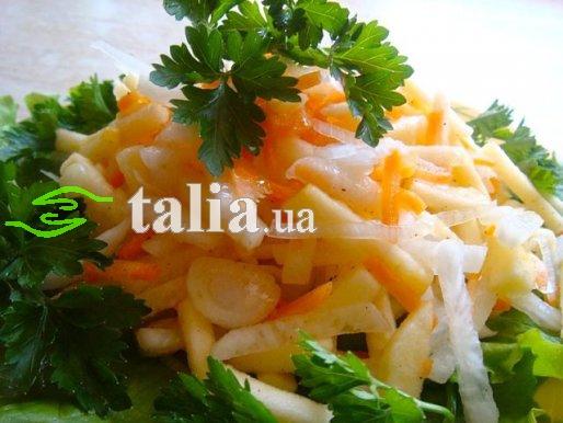 Рецепт. Капуста кольраби с яблоком и морковкой