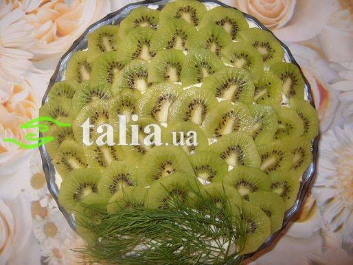 Рецепт. Салат с ананасами, грибами и киви