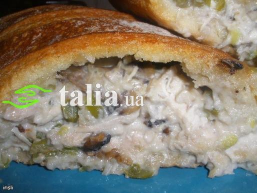 Рецепт. Фаршированный батон с курицей и грибами