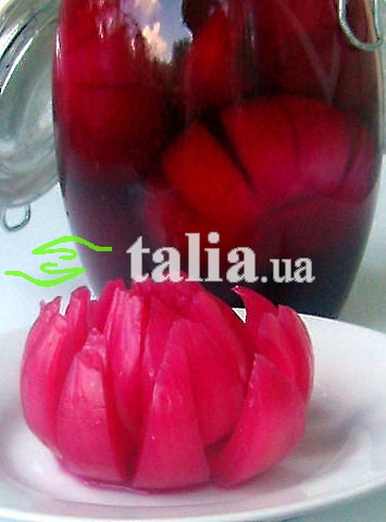 Рецепт. Маринованный лук в свекольном соке