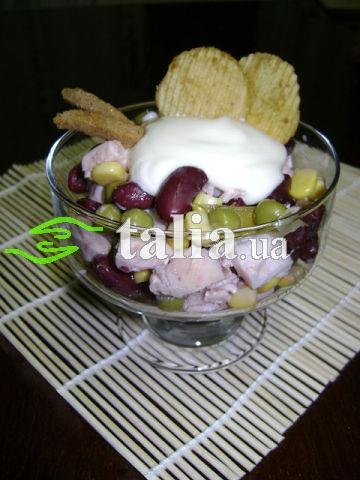 Рецепт. Салат с чипсами, кукурузой и бобовыми