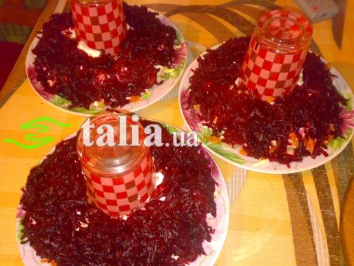Рецепт. Салат гранатовый с копчёным балыком и черносливом