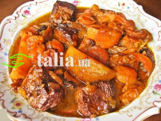 Рецепт. Цимус мясной с сухофруктами