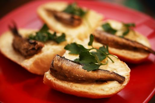 Рецепт. Бутерброды со шпротами и майонезом