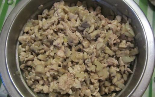 Рецепт. Фарш для блинчиков из курицы и грибов