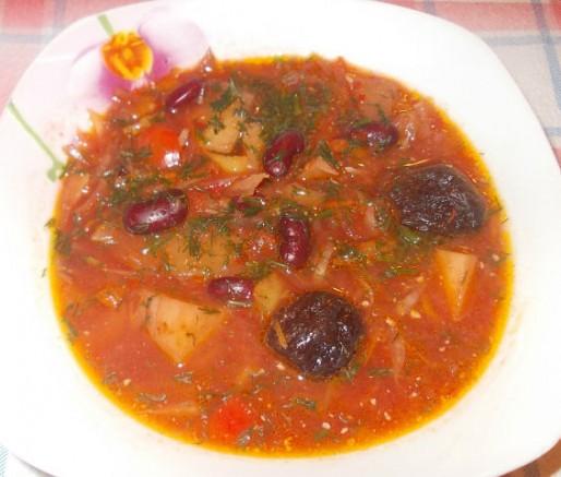 Рецепт. Постный борщ с фасолью и черносливом