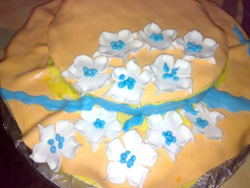 Рецепт. Торт бисквитный с украшением из мастики