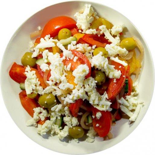 "Рецепт. Салат ""Шопский"" с брынзой и оливками"