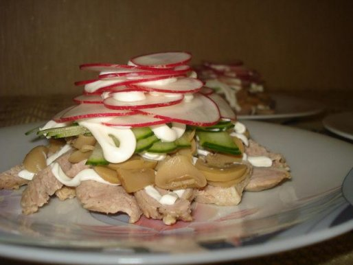 Рецепт. Мясной салат с грибами