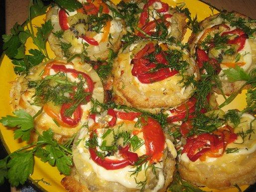 Рецепт. Филе мерлузы с ананасами и овощами