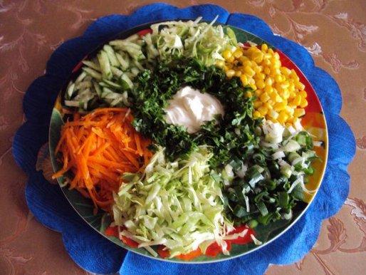 """Рецепт. Салат весенний овощной """"Цветик семицветик"""""""