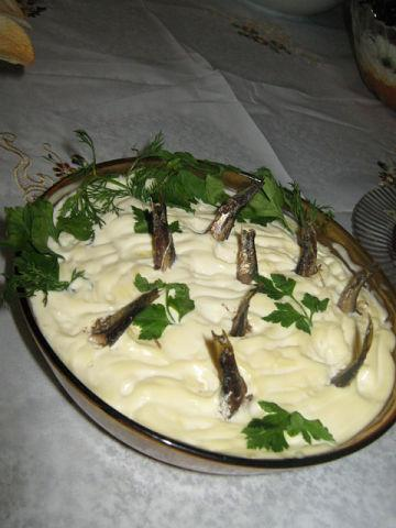 "Рецепт. Салат со шпротами ""Рыбки в пруду"""