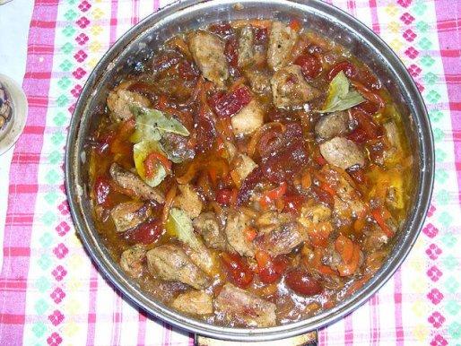 Рецепт. Тушеное мясо с помидорами черри