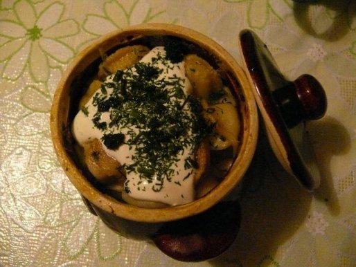 Рецепт. Пельмени в горшочках со сметаной