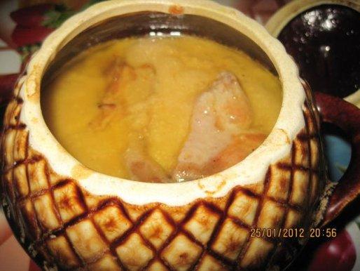 Рецепт. Мясо в горшочках со сливочным соусом