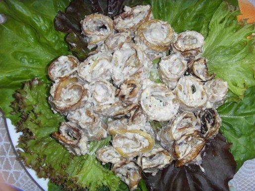 Рецепт. Салат с брынзой в рулетах из баклажанов