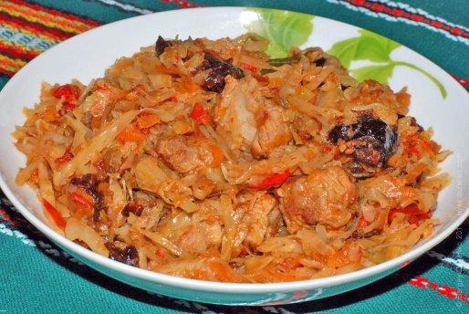 Рецепт. Тушеная капуста с черносливом и индейкой