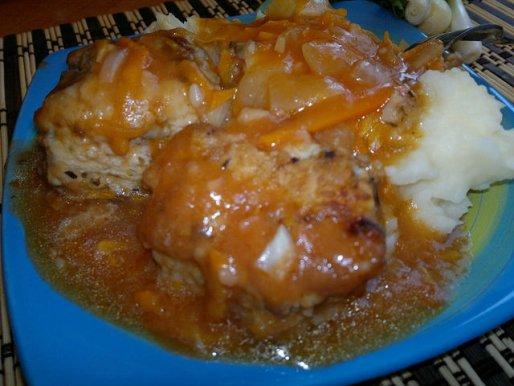 Рецепт. Рыба в томате с морковью и луком