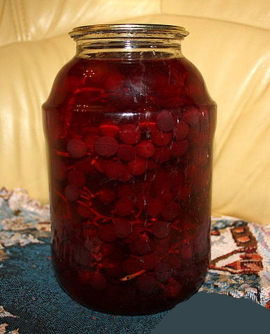 Рецепт. Компот из винограда с кистью