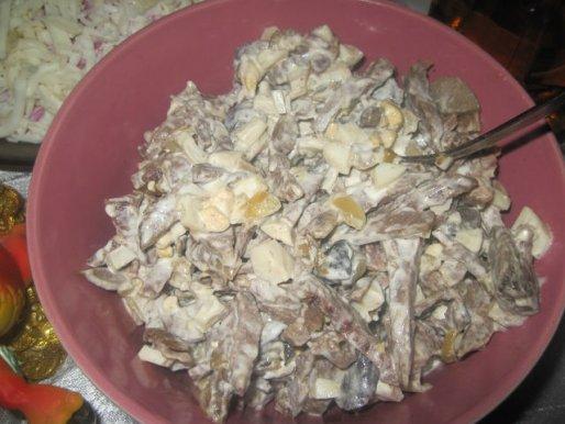 Рецепт. Салат из сердца и ветчины