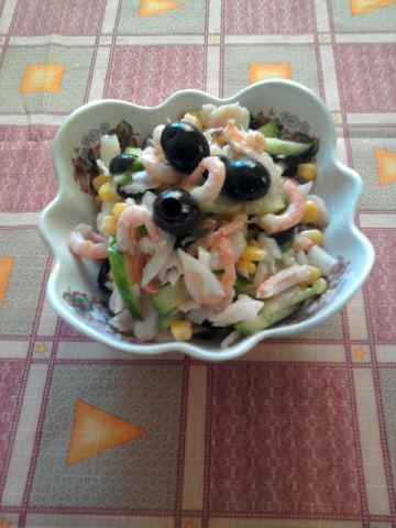 Рецепт. Салат с креветками и огурцом