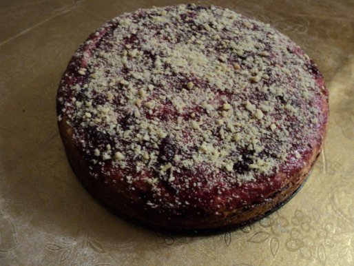 Рецепт. Пирог с вишнями и плавлеными сырками