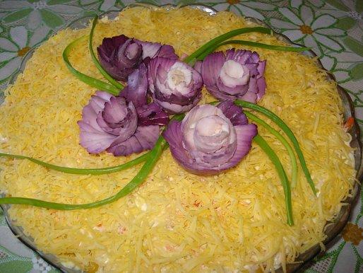 Рецепт. Салат с кукурузой и куриными сердечками