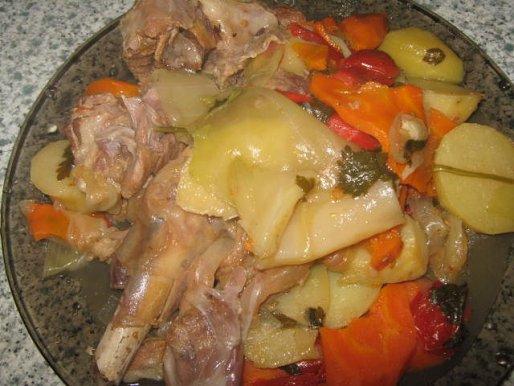 Рецепт. Кролик в вине с овощами