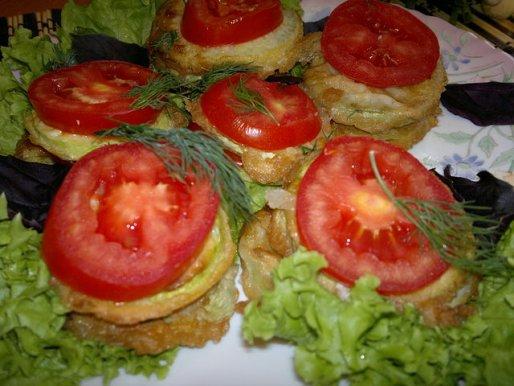 Рецепт. Жареные кабачки в кляре с помидорами