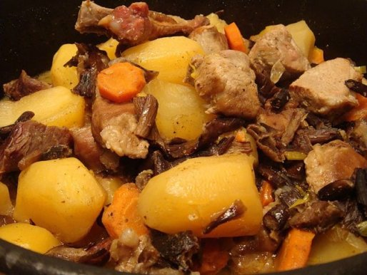Рецепт. Жаркое с грибами и свининой