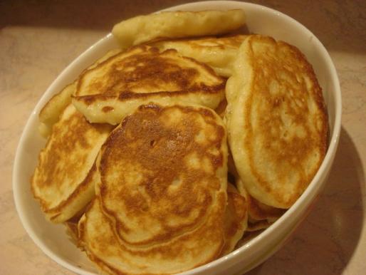 Рецепт. Оладушки с яблоками на дрожжевом тесте