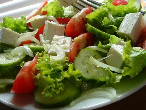 Рецепт. Салат на скорую руку с мягким сыром